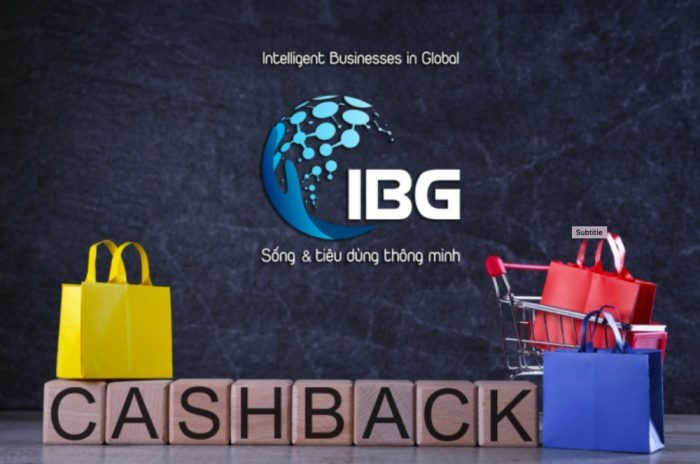 Người dùng mua sắm qua app IBG